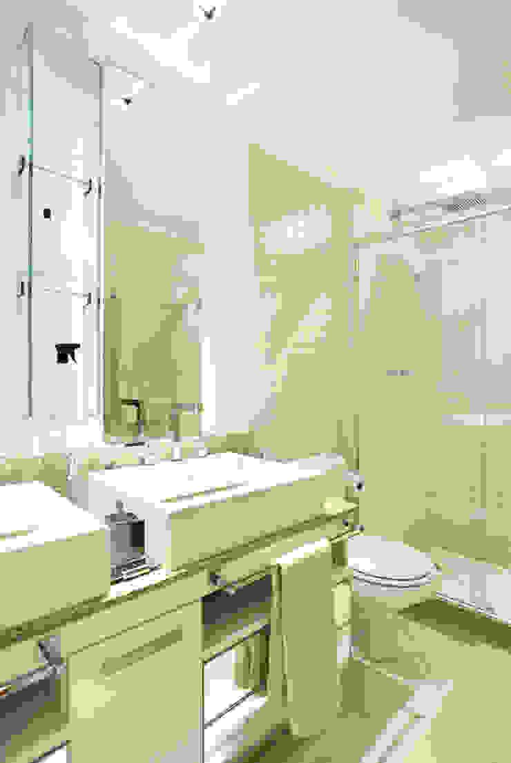 Apartamento Barra da Tijuca Banheiros modernos por Cris Moura Arquitetura Moderno