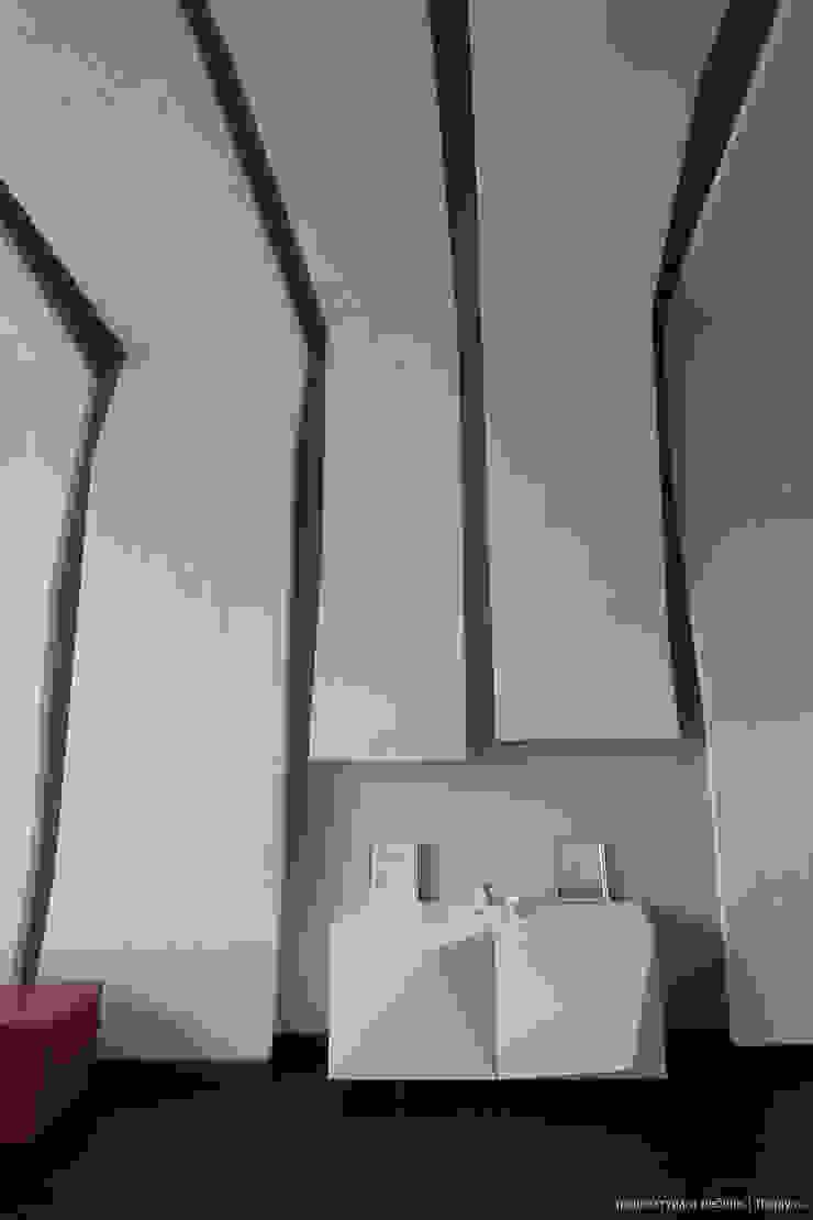 Фрагмент стены с комодом Рабочий кабинет в стиле минимализм от Ply Минимализм
