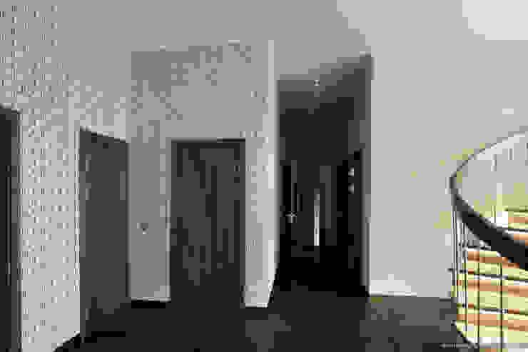 Прихожая Коридор, прихожая и лестница в стиле минимализм от Ply Минимализм