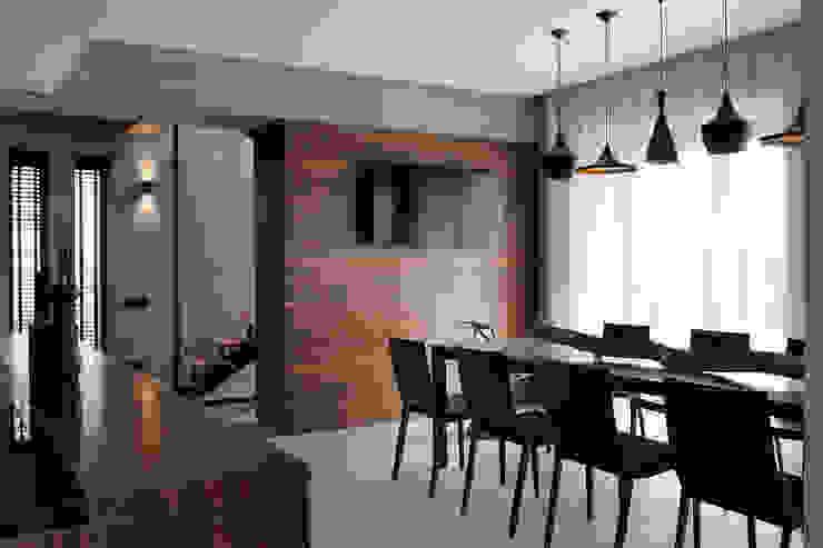 Two Levels Столовая комната в стиле модерн от NOTT DESIGN STUDIO Модерн