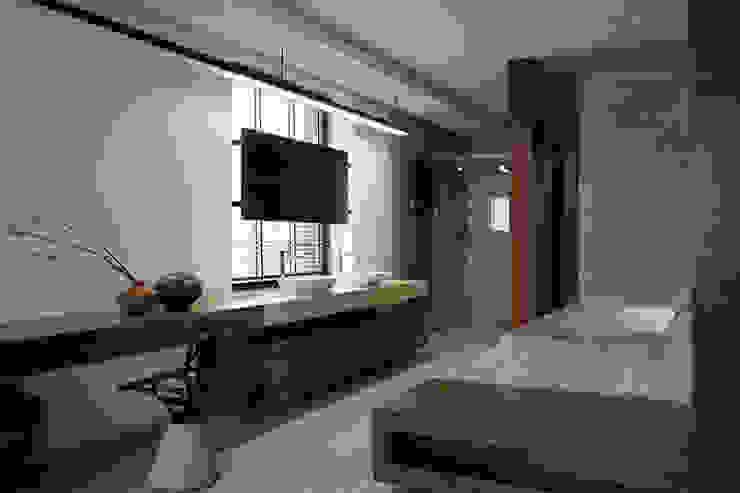Two Levels Ванная комната в стиле модерн от NOTT DESIGN STUDIO Модерн