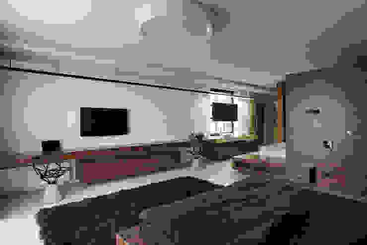 Two Levels Спальня в стиле модерн от NOTT DESIGN STUDIO Модерн