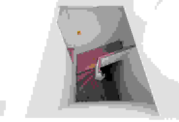 Treppenhaus Minimalistischer Flur, Diele & Treppenhaus von arcs architekten Minimalistisch