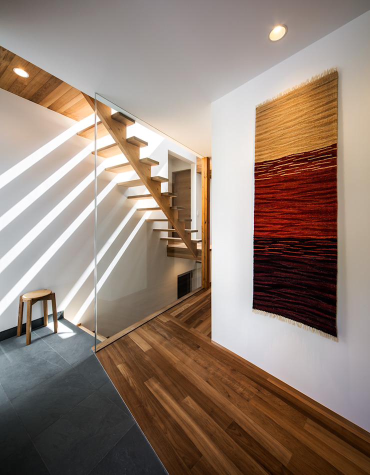 クレバスハウス エントランス モダンスタイルの 玄関&廊下&階段 の 株式会社seki.design モダン