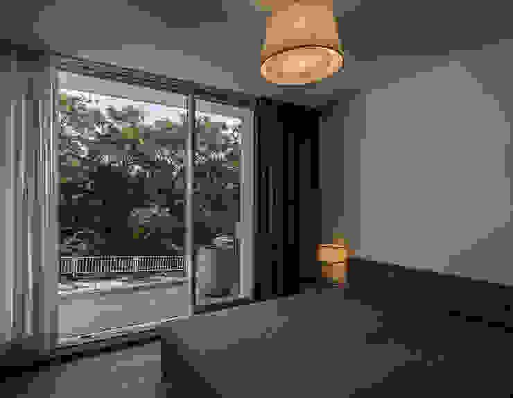 クレバスハウス 主寝室 モダンスタイルの寝室 の 株式会社seki.design モダン