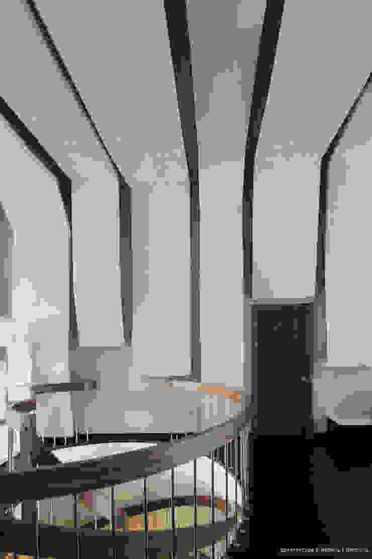 Вход в кабинет со второго этажа Рабочий кабинет в стиле минимализм от Ply Минимализм