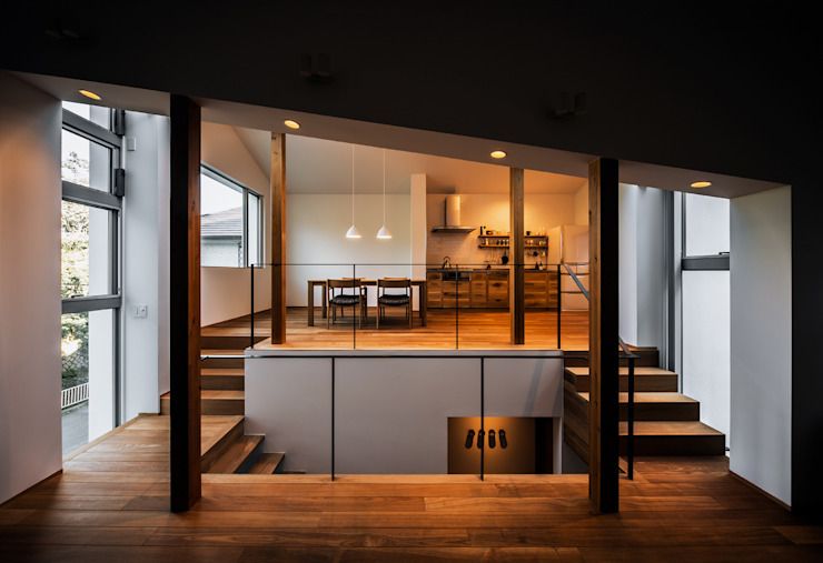 A view of the dining room and the kitchen from the study and the living room Modern living room by 株式会社seki.design Modern