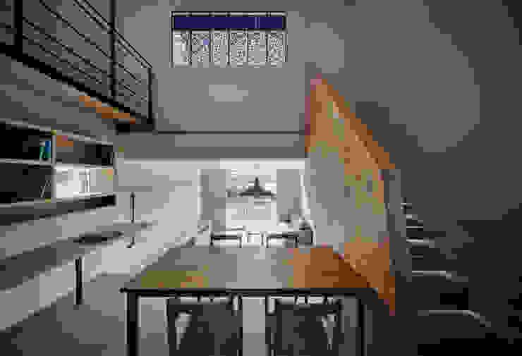 押部谷の家 キッチンから吹き抜け/LDKを望む 北欧デザインの ダイニング の 株式会社seki.design 北欧