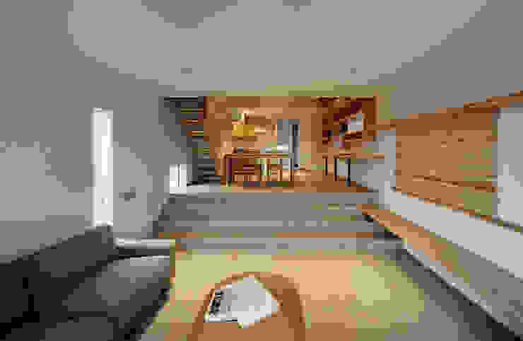 押部谷の家 リビングからダイニングを望む 北欧デザインの リビング の 株式会社seki.design 北欧