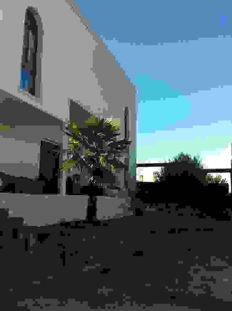 Fachada de vivienda unifamiliar. Casas de estilo mediterráneo de Proyectos Carmona Mediterráneo