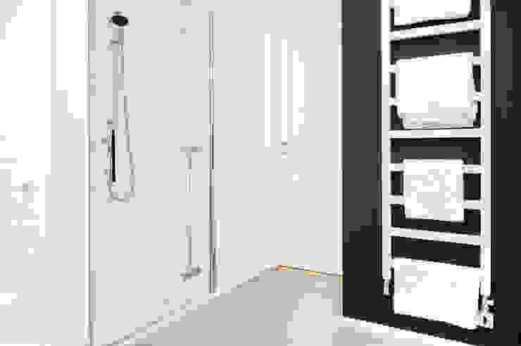 Francja na Powiślu Skandynawska łazienka od EG Projekt Skandynawski