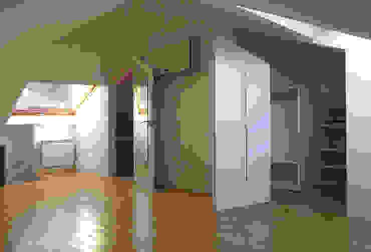 ANTIGUA CASA DE GUARDIA EN UNA COLONIA Dormitorios infantiles de estilo minimalista de homify Minimalista