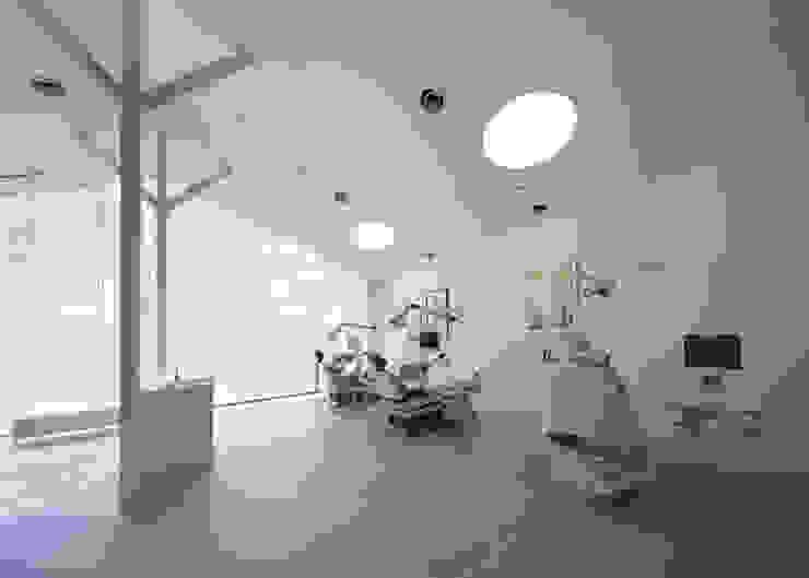 廣瀬歯科診療所 診察スペース 北欧風病院 の eleven nine interior design office 北欧
