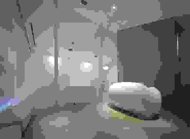 廣瀬歯科診療所 受付&待合 NIGHT TIME 北欧風病院 の eleven nine interior design office 北欧