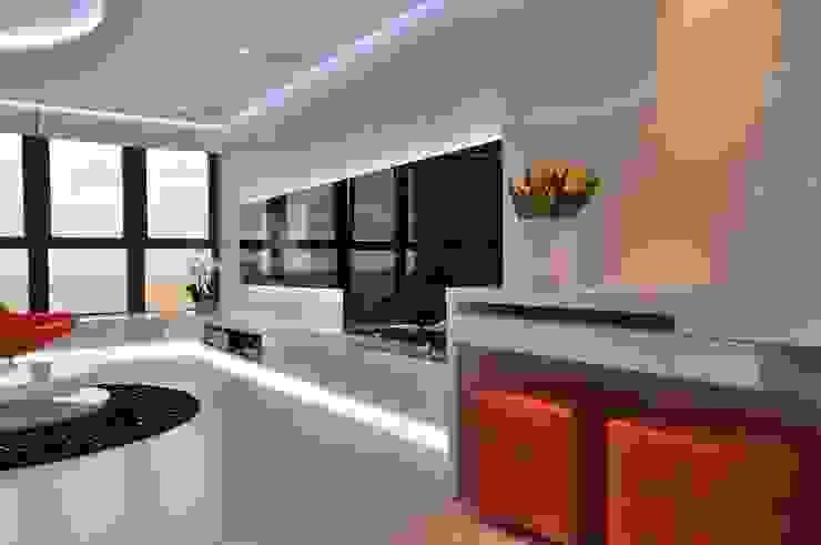 Sea Towers Apartment Minimalistyczny salon od Minsterstwo Spraw We Wnętrzach Minimalistyczny