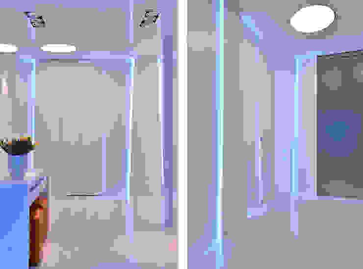 Sea Towers Apartment Minimalistyczny korytarz, przedpokój i schody od Minsterstwo Spraw We Wnętrzach Minimalistyczny
