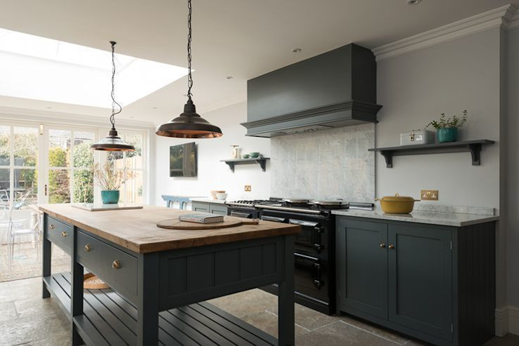 The Hampton Court Kitchen Country style kitchen by Floors of Stone Ltd Country