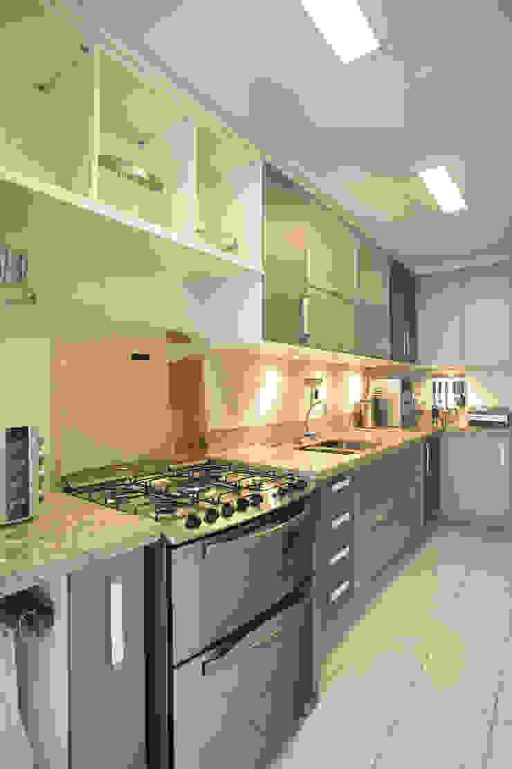 Apartamento Barra da Tijuca Cozinhas modernas por Cris Moura Arquitetura Moderno