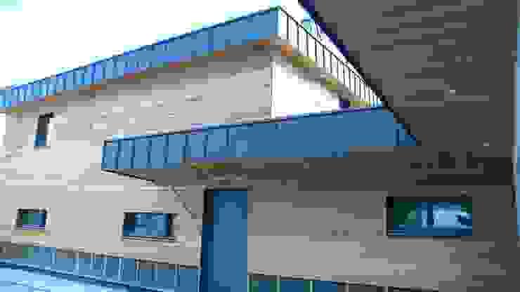 la façade nord Maisons modernes par Yannick Leroy, architecte Moderne