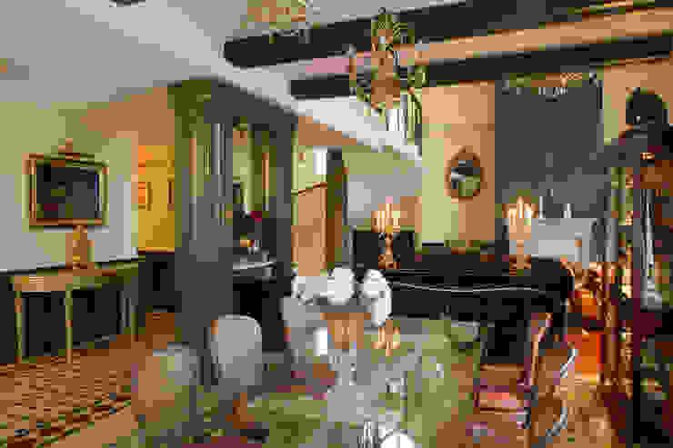 Столовая Столовая комната в классическом стиле от DECORA Классический