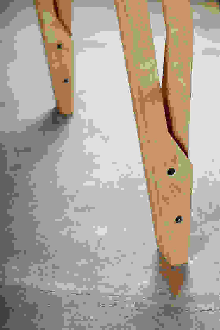 Stół RIG od ROARHIDE Industrial designs Industrialny