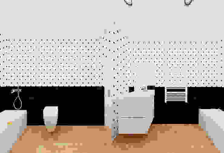 Łazienka w kropki - 3 wersje Minimalistyczna łazienka od Ale design Grzegorz Grzywacz Minimalistyczny