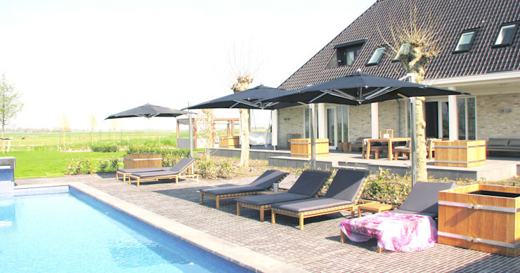 Country style pool by AVEM Architecten Country