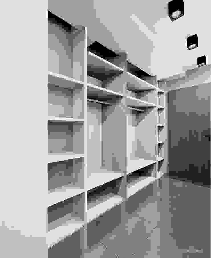 Projekt mieszkania 55m2 w Dąbrowie Górniczej Minimalistyczny korytarz, przedpokój i schody od Ale design Grzegorz Grzywacz Minimalistyczny