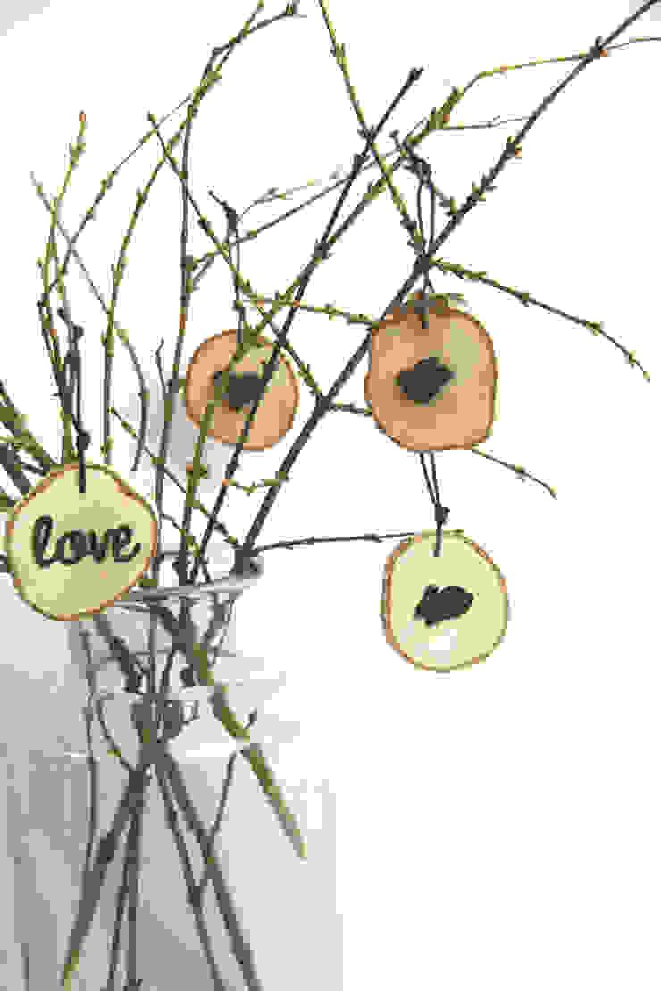 plasterki drewniane na gałęzi w słoju2 od Grin House Design s.c. Skandynawski
