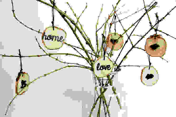 plasterki drewniane na gałęzi w słoju5 od Grin House Design s.c. Skandynawski