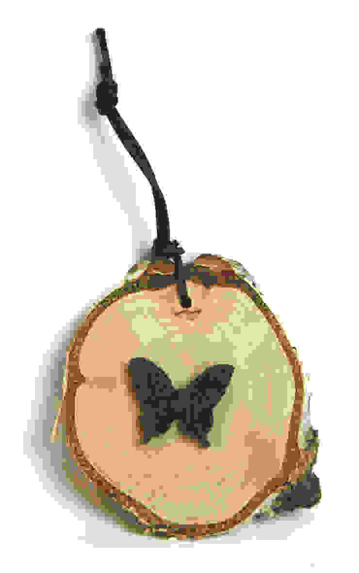 Plasterek drewniany z czarnym motylem od Grin House Design s.c. Skandynawski