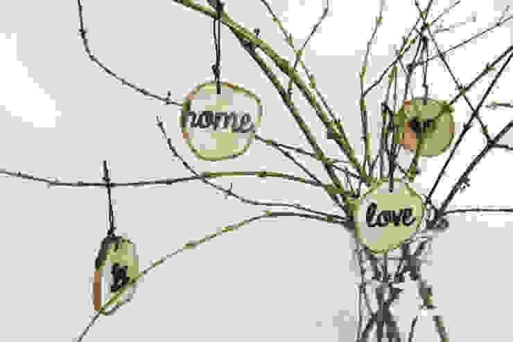 plasterki drewniane na gałęzi w słoju9 od Grin House Design s.c. Skandynawski