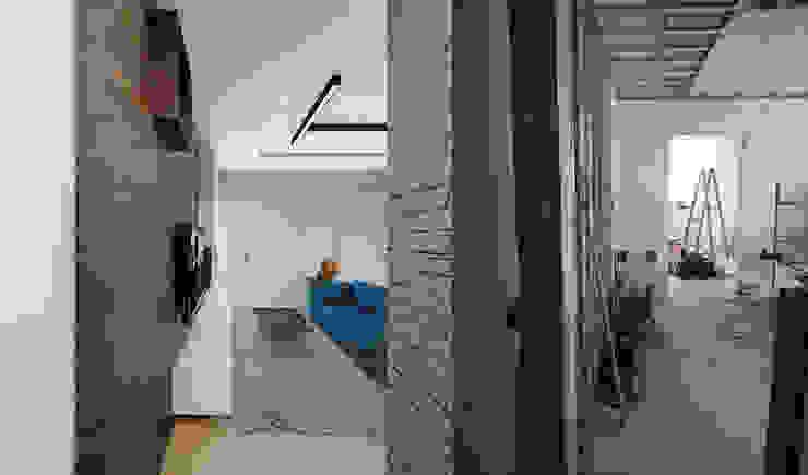 Projekt mieszkania 55m2 w Dąbrowie Górniczej Minimalistyczny salon od Ale design Grzegorz Grzywacz Minimalistyczny