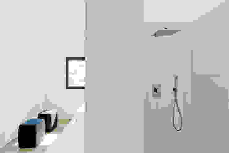 Haus K in Friedrichstal Minimalistische Badezimmer von Thomas Fabrinsky Dipl.-Ing. Freier Architekt BDA Minimalistisch