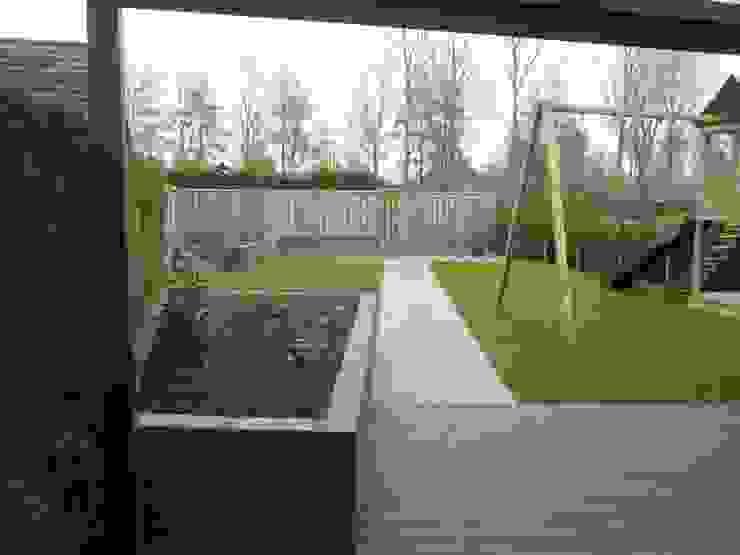 renovatie achtertuin Moderne balkons, veranda's en terrassen van Van Dijk Tuinen Groningen Modern