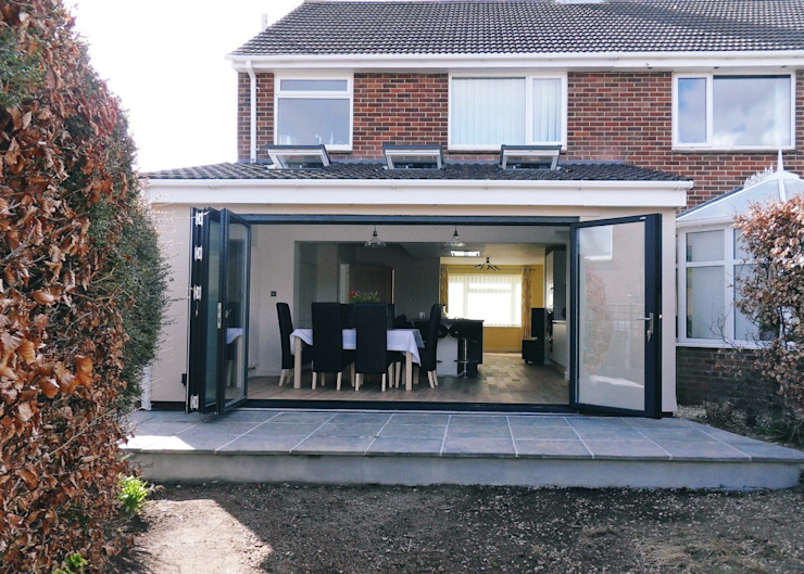 After works - exterior shot with bifold doors open Modern houses by Rogers and Jones Architects Modern