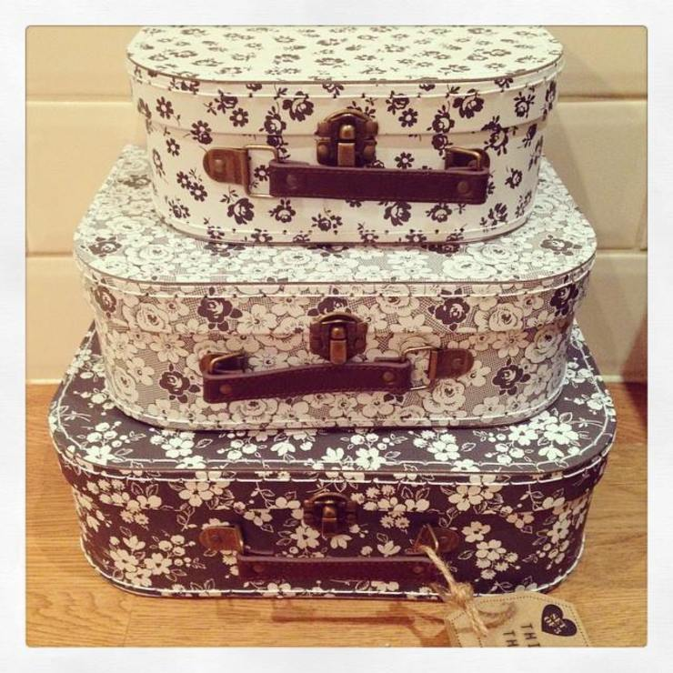 Set of 3 Parisian Monochrome Vintage Suitcases: rustic  by ihearthomes, Rustic