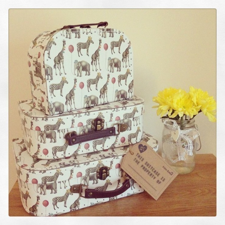 Set Of 3 Set of 3 Party Safari Animals Vintage Style Suitcases: rustic  by ihearthomes, Rustic