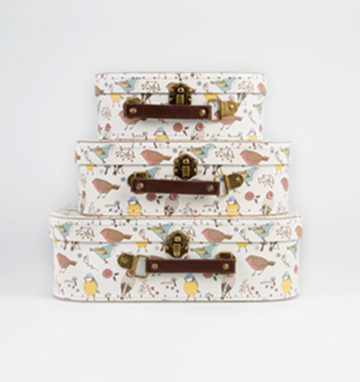 Set Of 3 Vintage Suitcases In British Birds Design: rustic  by ihearthomes, Rustic