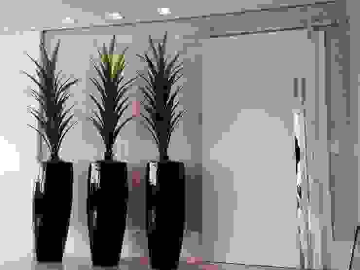ACESSO ÁREA ÍNTIMA Motta Viegas arquitetura + design Corredores, halls e escadas modernos Madeira Bege