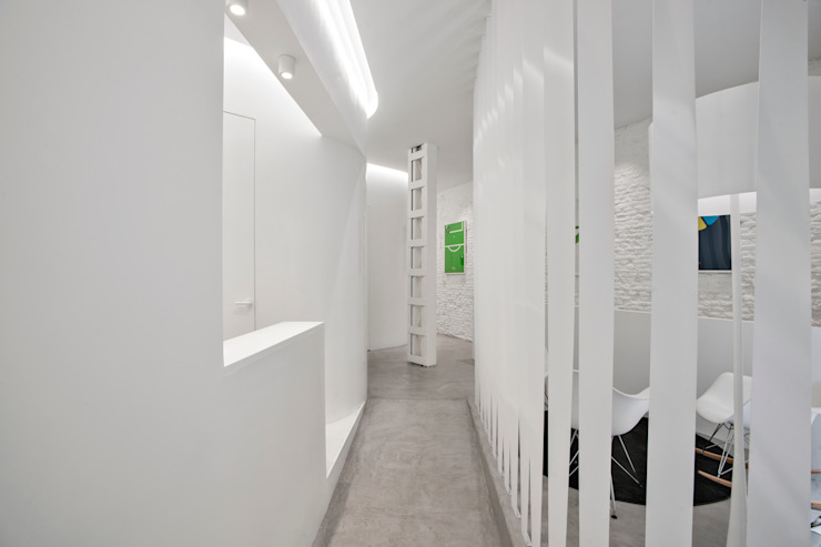 Clínica Dental Smile Factory Clínicas de estilo minimalista de Space Maker Studio Minimalista
