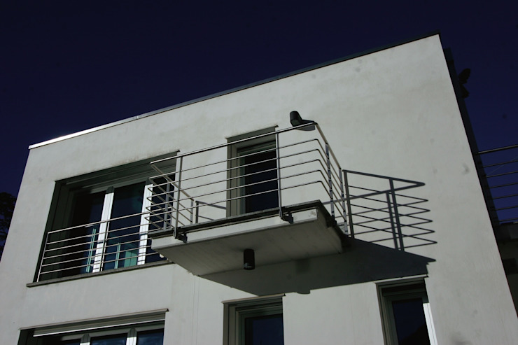 Villa ispirata al filone Razionalista Case moderne di Archiluc's - Studio di Architettura Stefano Lucini Architetto Moderno