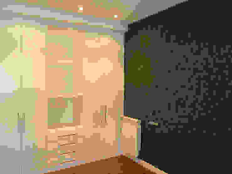 Modern Study Room and Home Office by ERRASTI Modern