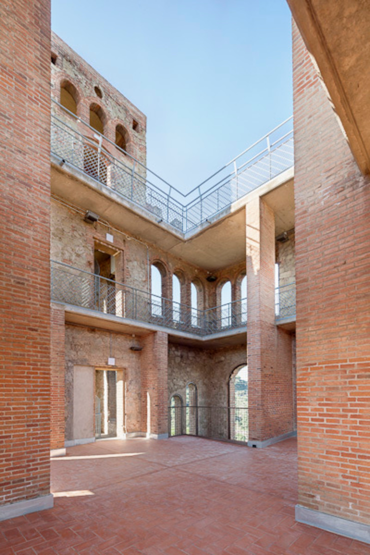 Torre Baró Casas de estilo moderno de Jordi Farrando arquitecte Moderno