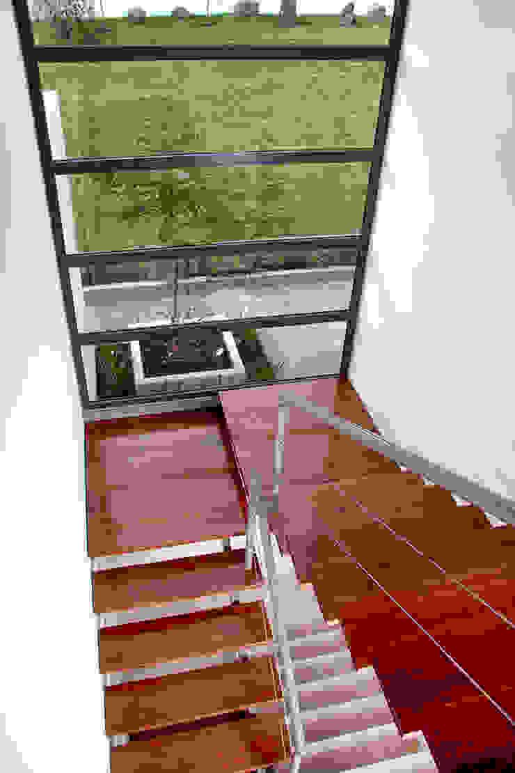 Casa RDM45 Pasillos, vestíbulos y escaleras modernos de VG+VM Arquitectos Moderno