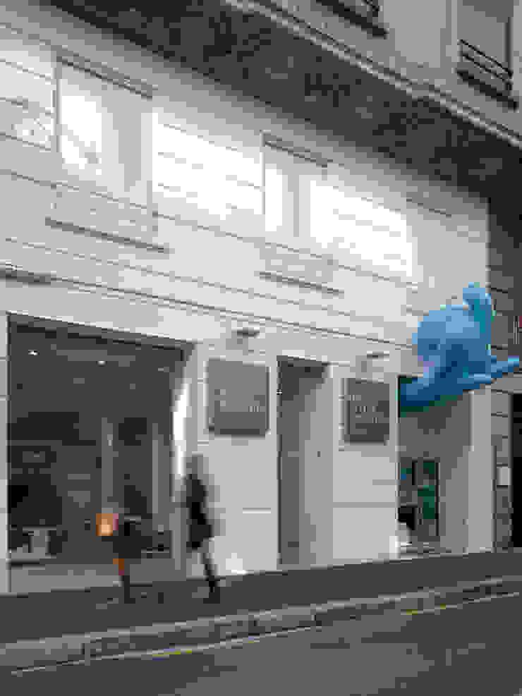 Tienda EL PICAPORTE Oficinas y tiendas de estilo minimalista de Hernández Arquitectos Minimalista