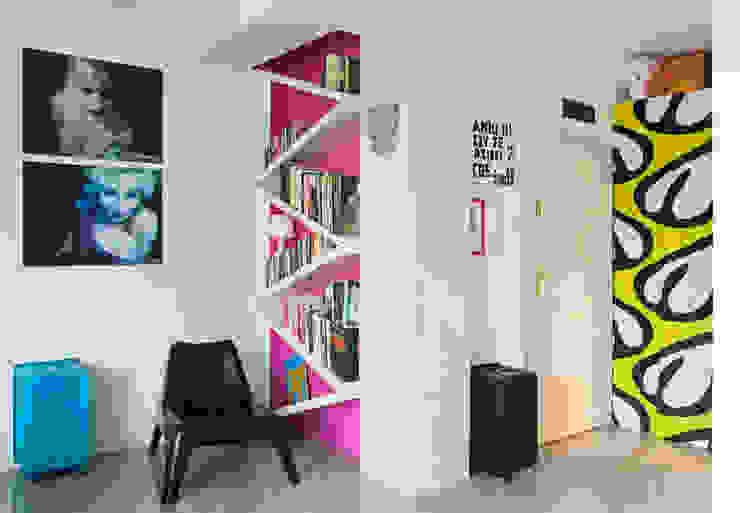 Mieszkanie 54 m2. Warszawa Praga Eklektyczny salon od Pracownia Silvergrey Eklektyczny