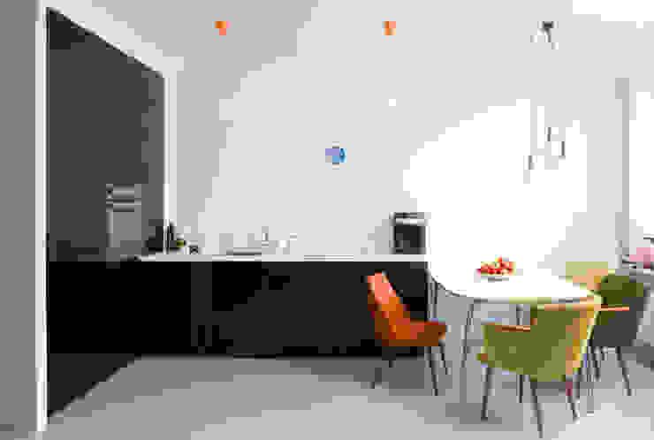 Mieszkanie 54 m2. Warszawa Praga Minimalistyczna łazienka od Pracownia Silvergrey Minimalistyczny