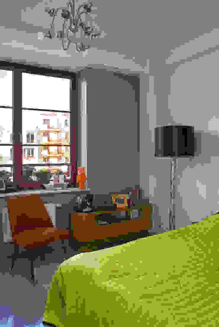 Mieszkanie 54 m2. Warszawa Praga Eklektyczna sypialnia od Pracownia Silvergrey Eklektyczny