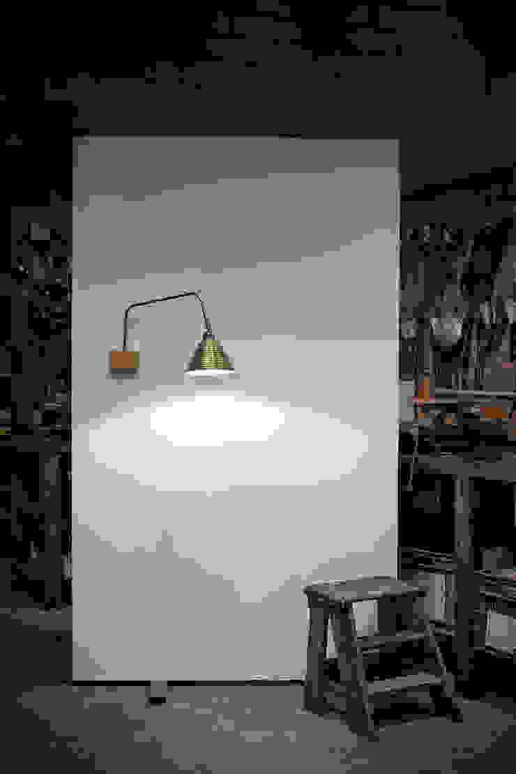 Hanoi 900/03 de Jou Diseño & Luz Moderno